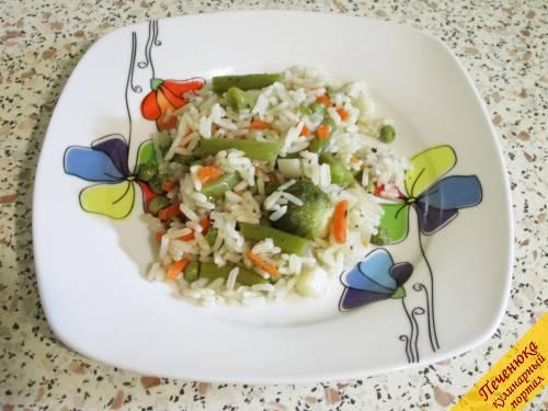 9) Описанным способом блюдо готовится быстро и получается просто идеальным: овощи сочны, рис пропарен и рассыпчат, всё пропитано ароматом любимых приправ.