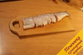 3) Подготовленную щуку нарезаем на порционные куски, как показано на фотографии. Отставляем все в сторону.