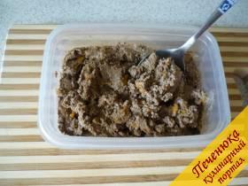 8) Хранить такое блюдо можно не более трёх дней в холодильнике, домашний паштет быстро портится, поэтому съедать его надо быстро, не оставлять на потом.