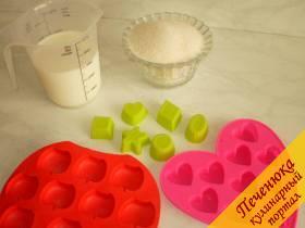 1) Набор продуктов и силиконовые формочки.