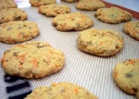 Морковное печенье с фисташками и изюмом