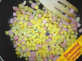4) В моем случае, мои детки не любят кабачки, а кукурузку любят в любом виде. Солить, перчить - по Вашему вкусу<br />