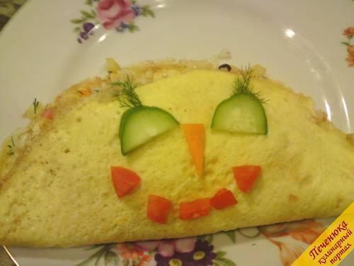 9) Это для нашего маленького чуда, который любит сыр (натереть сыр и в микроволновку на пол минутки), прикрыть половинкой и дать волю фантазии