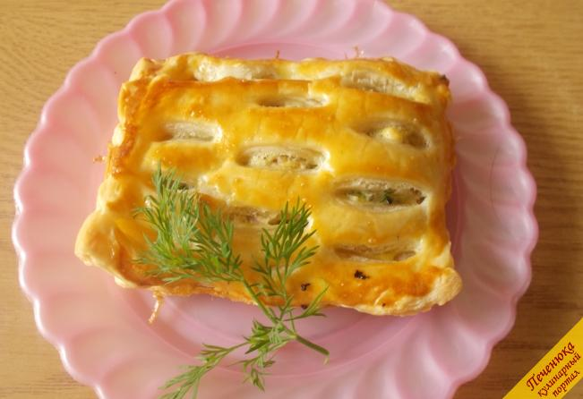 Пирог из слоеного теста с курицей
